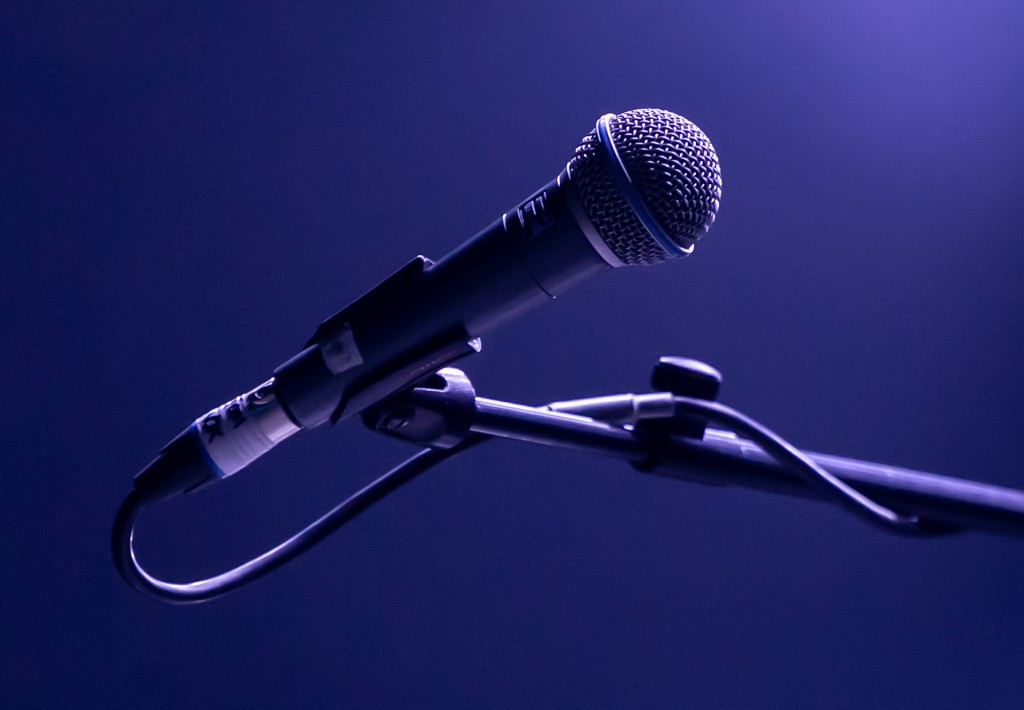 microphone-4328055_1920